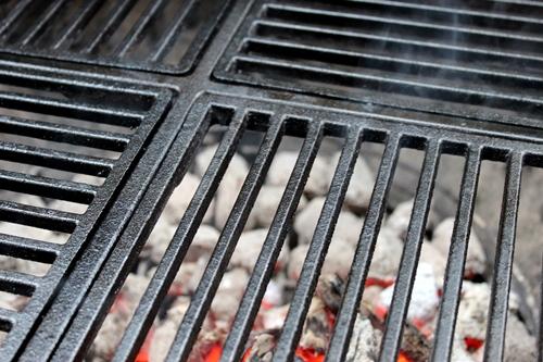 Weber Holzkohlegrill Einbrennen : Chilis grillen gusseisenrost pflegen und einbrennen